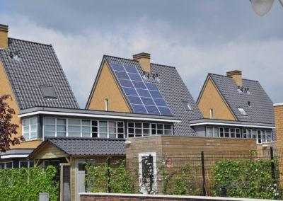 Amersfoort Prachtig mooi schuin dak met een hellingshoek groter dan 50 graden. Moeilijke klus, maar ook dit hebben wij geklaard
